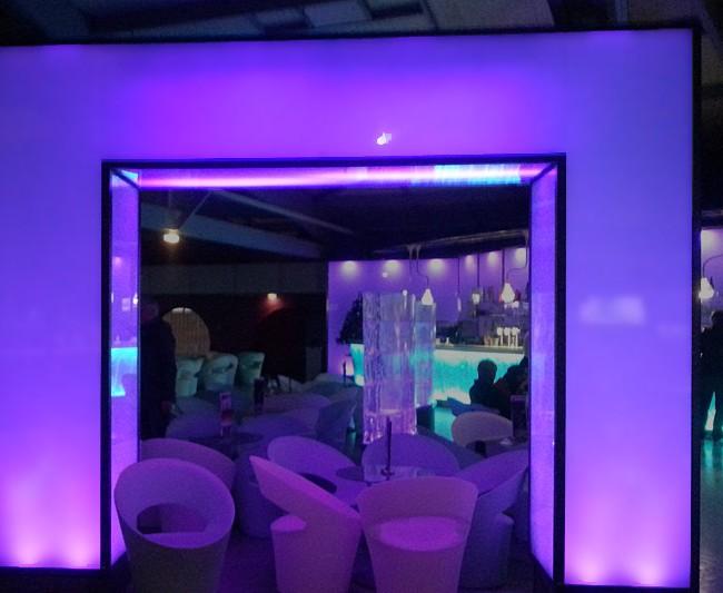Showcase rétroéclairé en Plexiglas spécial LED