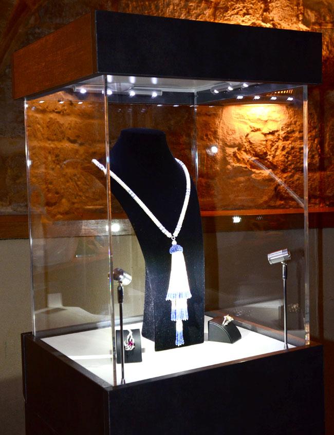 vitrine sur mesure pour exposition de bijoux lacrylic